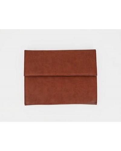 Carpeta portadocumentos artesania piel sintentica con doble cierre de iman color cuero 260x235x35 mm